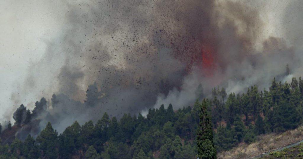 "Cumbre Vega volcano eruption, frightening ""megatsunami"""