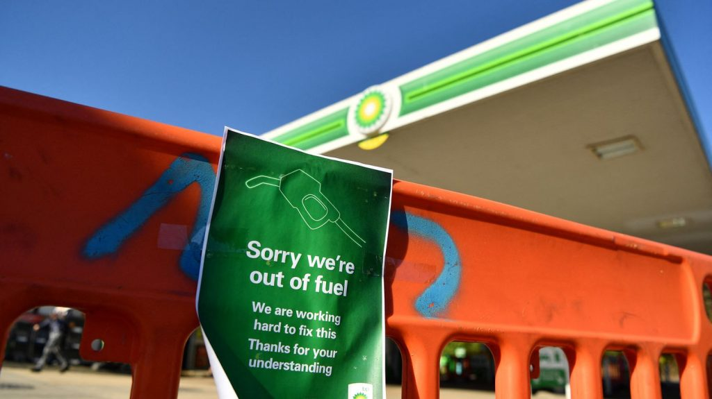 Gas stations, restaurants, supermarkets...Four questions about the UK's shortage