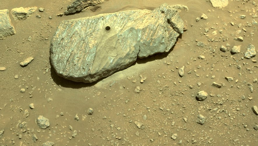 Historic first!  NASA robot took the first rocky shard from Mars
