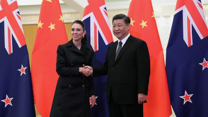 La Première ministre néo-zélandaise Jacinda Ardern en compagnie du président chinois Xi Jinping.