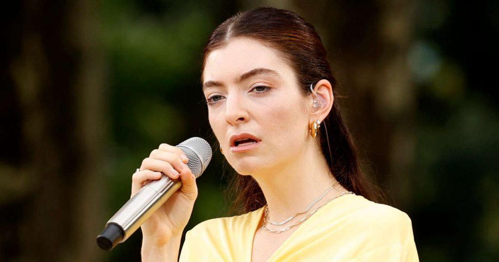 Lorde releases a mini album in Maori