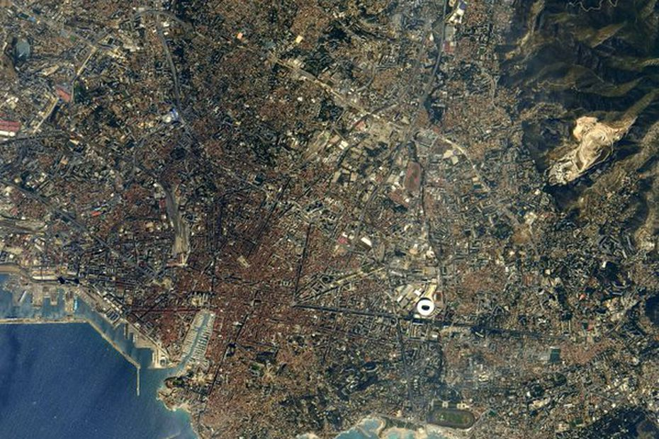 """""""Welcome to Planet Marseille,"""" a spatial wink by Thomas Pesquet on the occasion of the International Union for Conservation of Nature"""