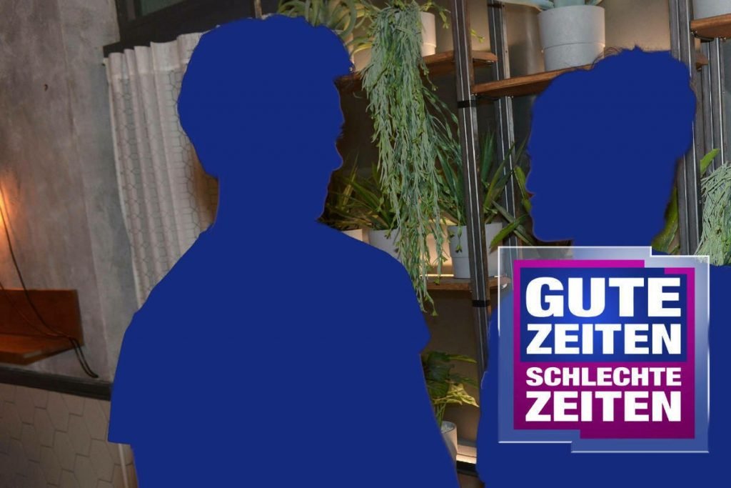 GZSZ: Are these two actors off camera?