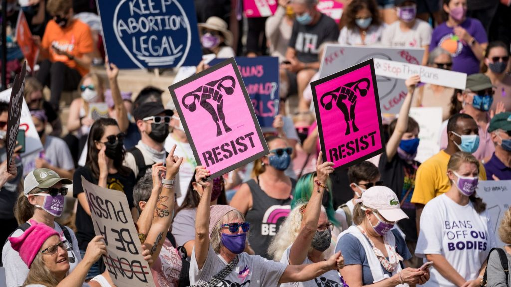 Justice restores Texas abortion restriction law