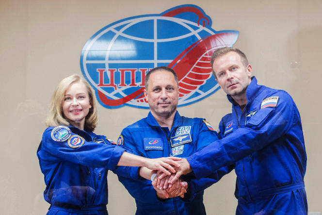 Accompanied by experienced cosmonaut Anton Chkaplerov (center), actress Yulia Peresild, 37, and director Klim Chepenko, 38, was scheduled to fly on Tuesday, October 5, 2021 to the International Space Station (ISS).