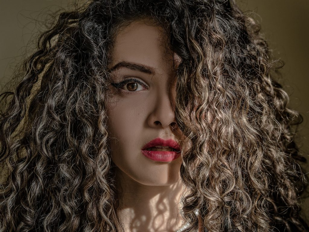To get great curly or wavy hair, here are 5 easy and uncommon ways