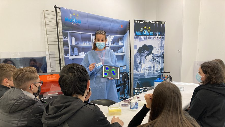 University students from Feuchères meet female scientists